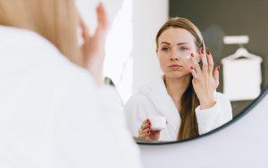 Pielęgnacja skóry normalnej: wybór odpowiednich składników.